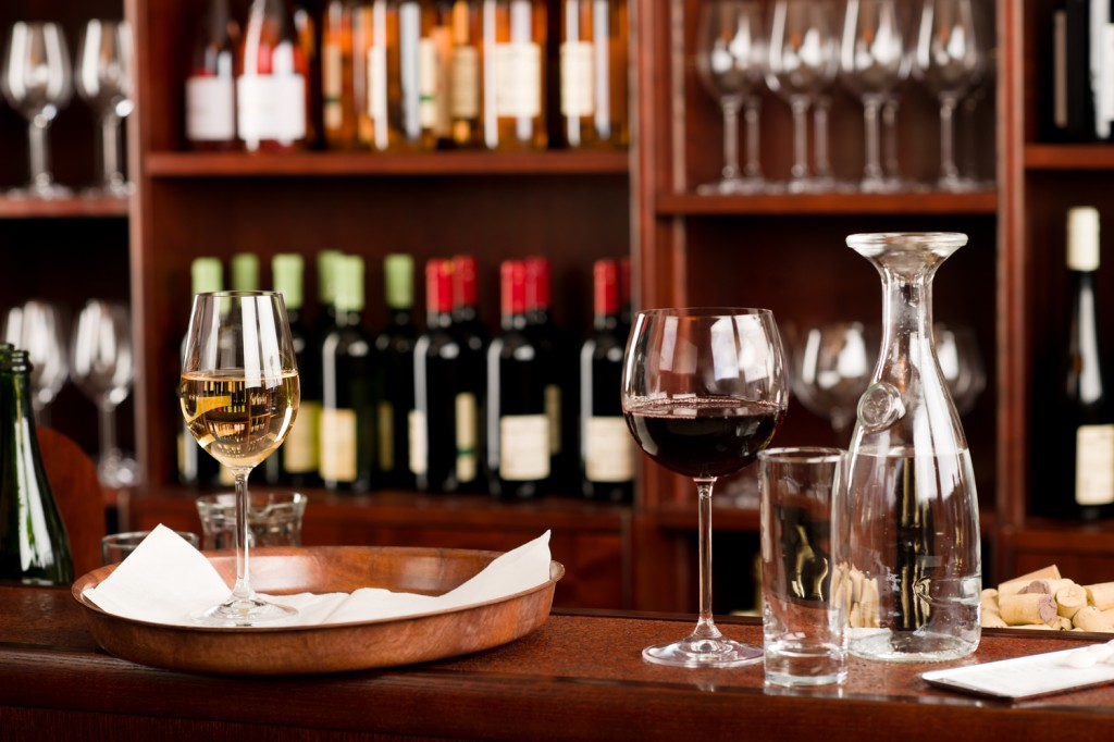 Island Trader Vacations Visits 3 Top Wine Bars in Chicago